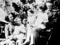 La famille Piaget dans le jardin, 1934